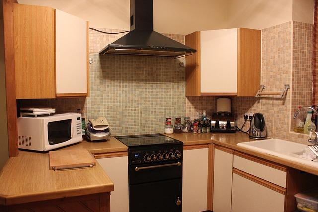 klasická mikrovlnka v kuchyni