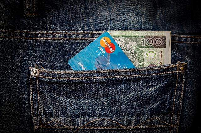 peníze a karta
