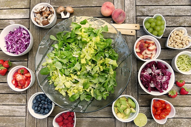 Mističky s různými druhy zeleniny a ovoce